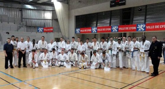 Photo de groupe lors de l'Open de karaté Kyokushinkai de Lyon 2011